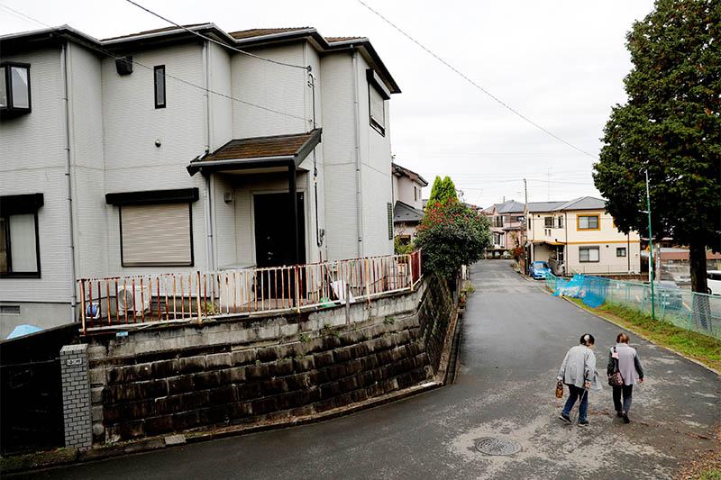 Residents make their way at Sennari district in Sakura, Chiba Prefecture, Japan, November 7, 2018. Photo: Reuters