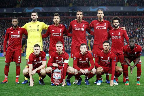 Liverpool players pose for a team group photo before the match. Photo: Reuters