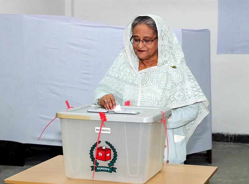 Prime Minister Sheikh Hasina casts her vote in the morning during the general election in Dhaka, Bangladesh, December 30, 2018. Photo: Bangladesh Sangbad Sangstha/Handout via Reuters