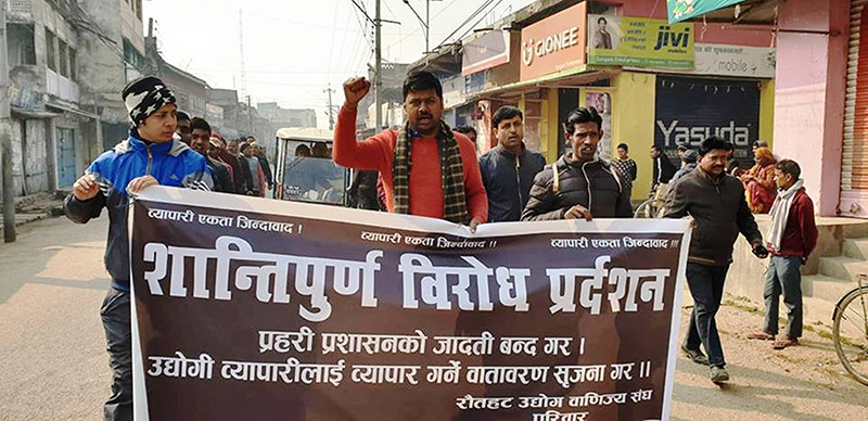 Agitating business persons shouting slogans against police administration in a peaceful protest, on the streets of Gaur Bazaar, in Rautahat, on Friday, December 28, 2018. Photo: Prabhat Kumar Jha/THT