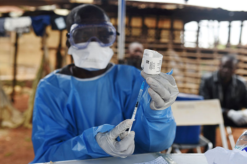FILE PHOTO: A Congolese health worker prepares to administer Ebola vaccine, outside the house of a victim who died from Ebola in the village of Mangina in North Kivu province of the Democratic Republic of Congo, August 18, 2018. Photo: Reuters