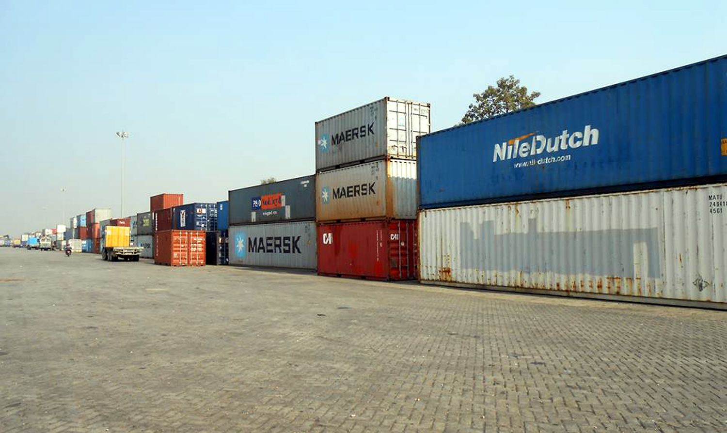 Containers kept at a terminal area in Sirsiya Dry Port in Birjung. Photo: Ram Sarraf/THTn