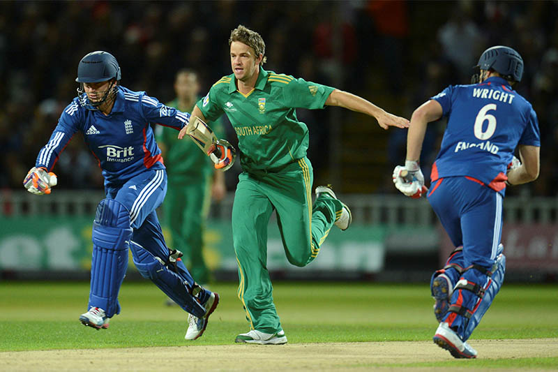 FILE PHOTO: South Africa's Albie Morkel runs towards the ball with England's Craig Kieswetter (L) as Luke Wright (R) looks on during the third International T20 cricket match at Edgbaston cricket ground, Birmingham, England September 12, 2012. Photo: Reuters