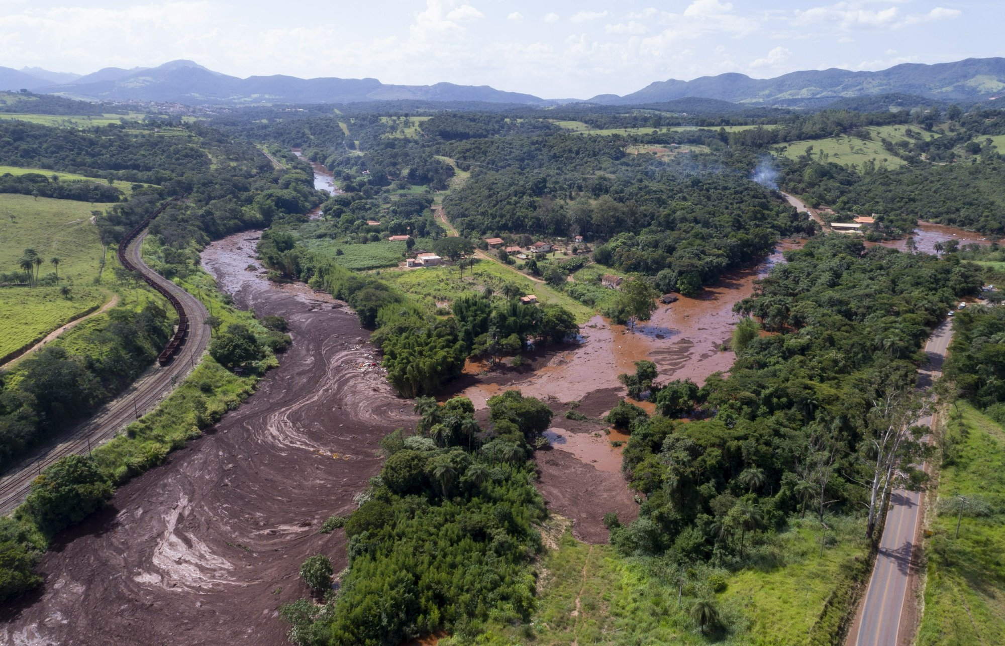 An aerial view shows flooding triggered by a dam collapse near Brumadinho, Brazil, on Friday, Jan. 25, 2019. Photo: AP