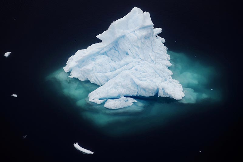 An iceberg floats in a fjord near the town of Tasiilaq, Greenland, June 24, 2018. Photo: Reuters/ File