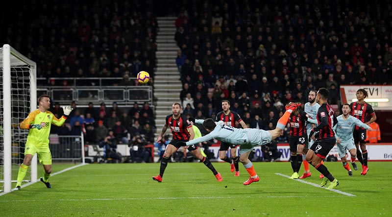 Chelsea's Mateo Kovacic hits the crossbar with a header during the Premier League match between AFC Bournemouth and Chelsea, at Vitality Stadium, in Bournemouth, Britain , on January 30, 2019. Photo: Reuters