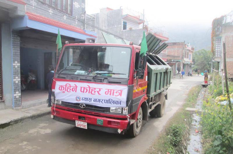 Garbage being collected in a tipper in Byas Municipality,  Tanahun, on Monday, January 28, 2019. Photo: THT