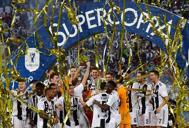 Juventus players celebrate winning the Italian Super Cup match between Juventus and AC Milan, at King Abdullah Sports City, in Jeddah, Saudi Arabia, on January 16, 2019. Photo: Reuters