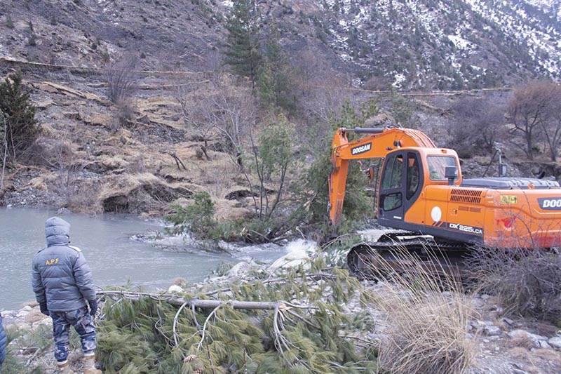 An excavator being used to remove debris from a landslide that blocked the Kali Gandaki River at Chhairo of Gharpojhong Rural Municipality, Mustang, on Wednesday, January 23, 2019. Photo: THT