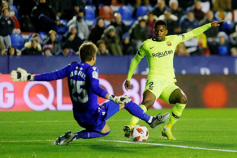Levante's Aitor Fernandez in action with Barcelona's Nelson Semedo during the Copa del Rey Round of 16 First Leg match between Levante and FC Barcelona, at Ciutat de Valencia, in Valencia, Spain, on January 10, 2019. Photo: Reuters