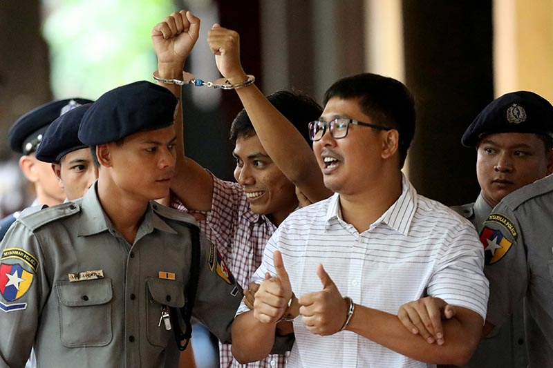 Detained Reuters journalist Wa Lone and Kyaw Soe Oo arrive at Insein court in Yangon, Myanmar August 27, 2018. Photo: Reuters/ File