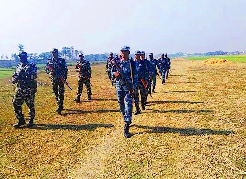 A joint security team from Nepal and India patrolling the no manu2019s land in the Dasgaja area of Nepal-India border, in Gaur Municipality, Rautahat, on Sunday, January 6, 2019. Photo: THT