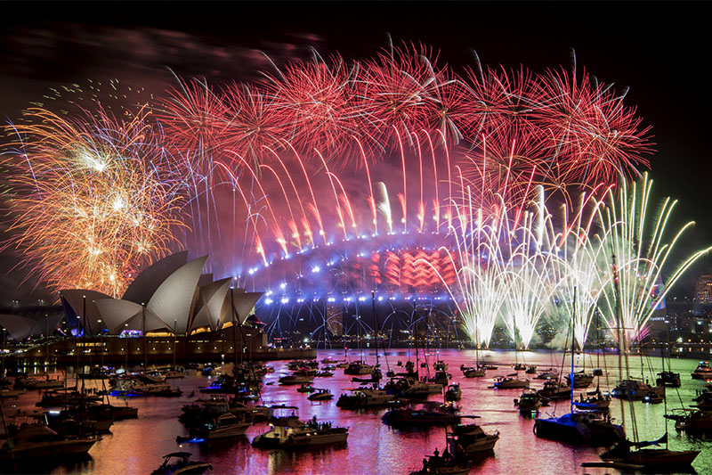 Fireworks explode over the Sydney Harbour during New Year's Eve celebrations in Sydney, Australia, January 1, 2019. Photo: Reuters