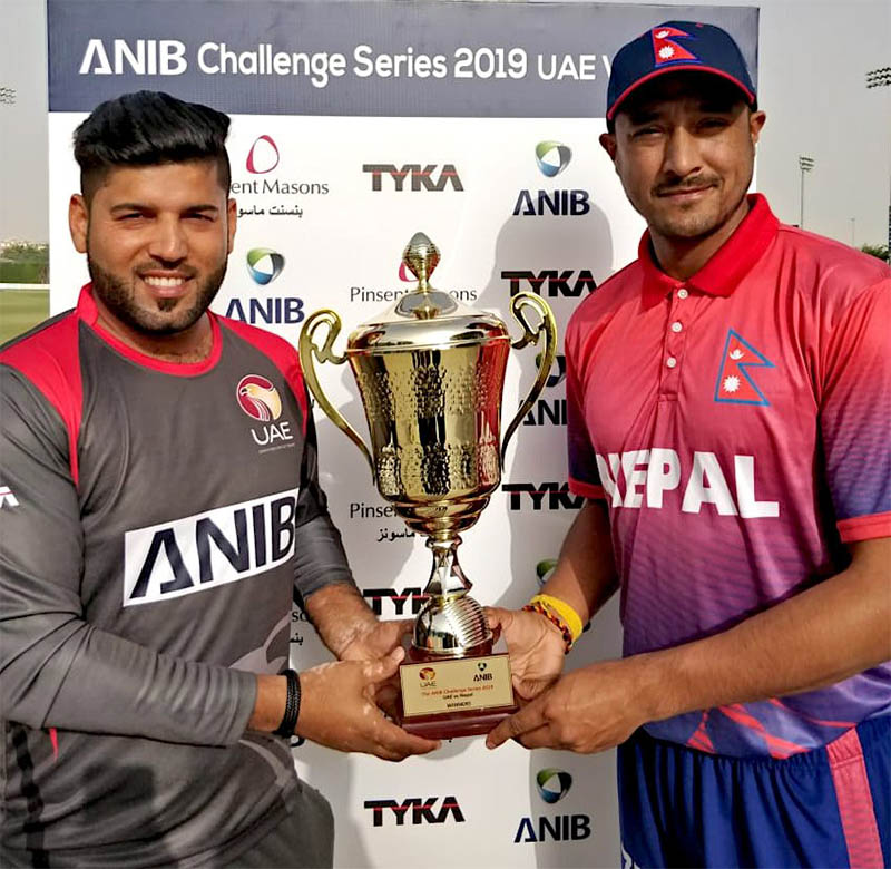 Skippers pose with a trophy. Courtesy: Paras/Twitter