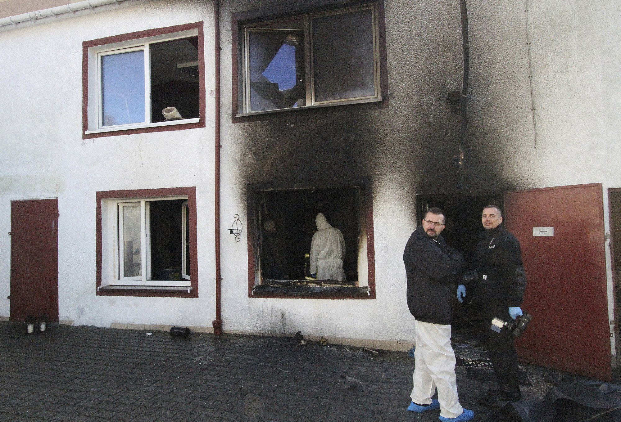 Forensic and other police experts examine the site of a fire in an Escape Room, in Koszalin, northern Poland, on Saturday, Jan. 5, 2019. Photo: AP