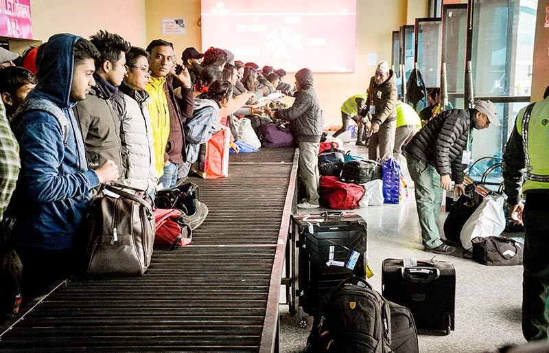 Baggage collection in chaos at domestic terminal of Tribhuvan International Airport in Kathmandu, on Tuesday, January 22, 2019. Photo: Naresh Krishna Shrestha/THT