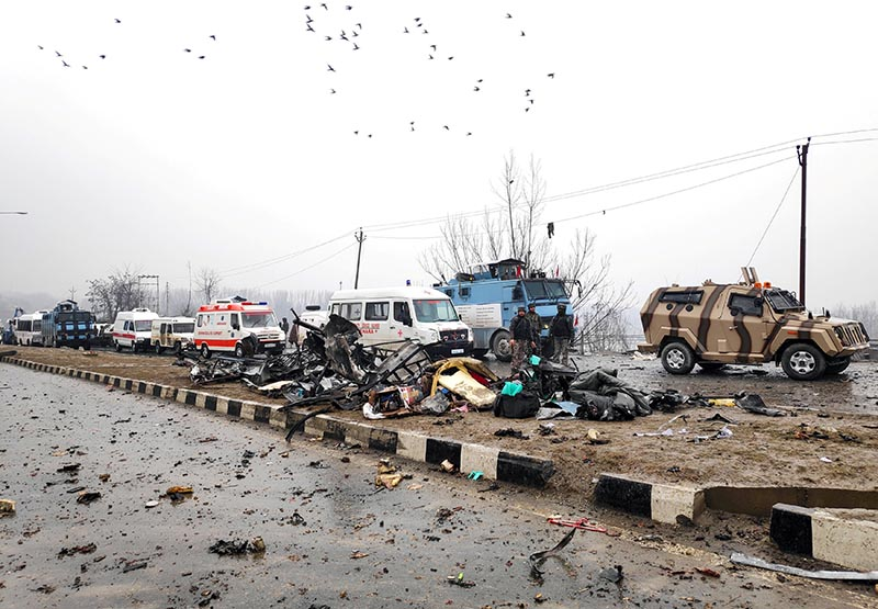 Indian soldiers examine the debris after an explosion in Lethpora in south Kashmir's Pulwama district February 14, 2019. Photo: Reuters