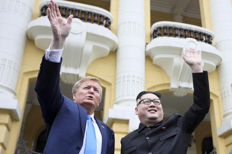 US President Donald Trump impersonator Russell White (left) and Kim Jong-un impersonator Howard X pose for photos outside the Opera House in Hanoi, Vietnam, Friday, February 22, 2019. Photo: AP
