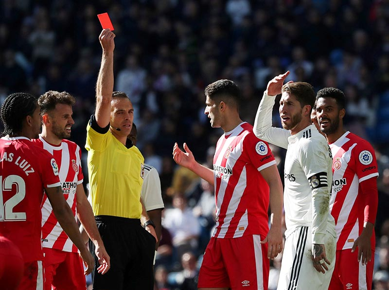 Real Madrid's Sergio Ramos is shown a red card by referee Guillermo Cuadra during the La Liga Santander match between Real Madrid and Girona, at Santiago Bernabeu, in Madrid, Spain, on February 17, 2019. Photo: Reuters