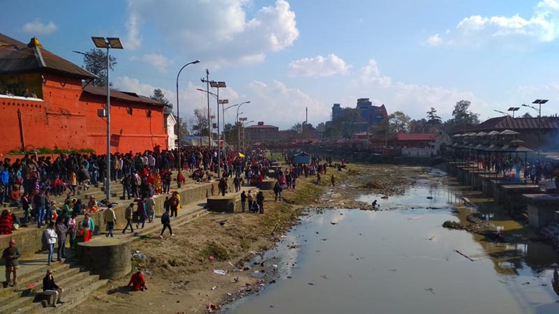 Revellers throng on the bank of Bagmati River in Pashupatinath area, on the occasion of Mahashivaratri festival, on Monday, March 4, 2019. Photo: Suresh Chaudhary/THT