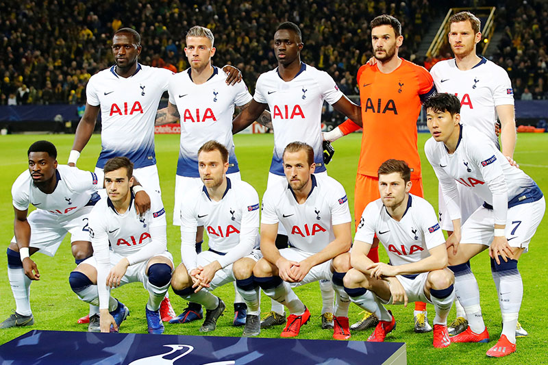 Tottenham Hotspur players pose for a team group photo before the match. Photo: Reuters