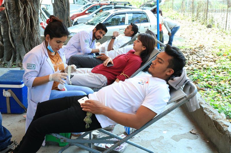 Blood donation campaign for injured of Bara-Parsa storm incident being run at Chaubis kothi of Bharatpur Metropolitan City in Chitwan on Monday, April 1, 2019 . Photo: RSS