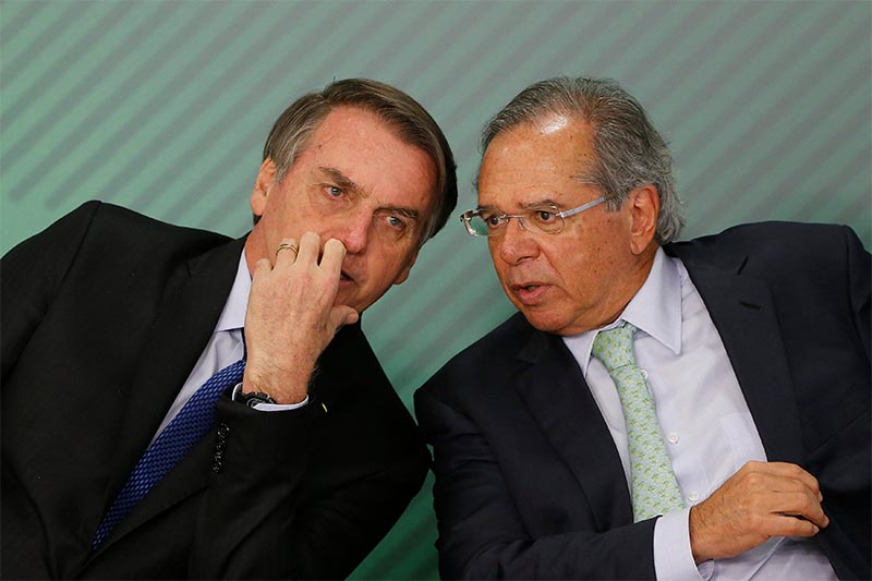 Brazil's President Jair Bolsonaro talks with Brazil's Economy Minister Paulo Guedes during a ceremony at the Planalto Palace in Brasilia, Brazil, on Monday, April 8, 2019. Photo: Reuters