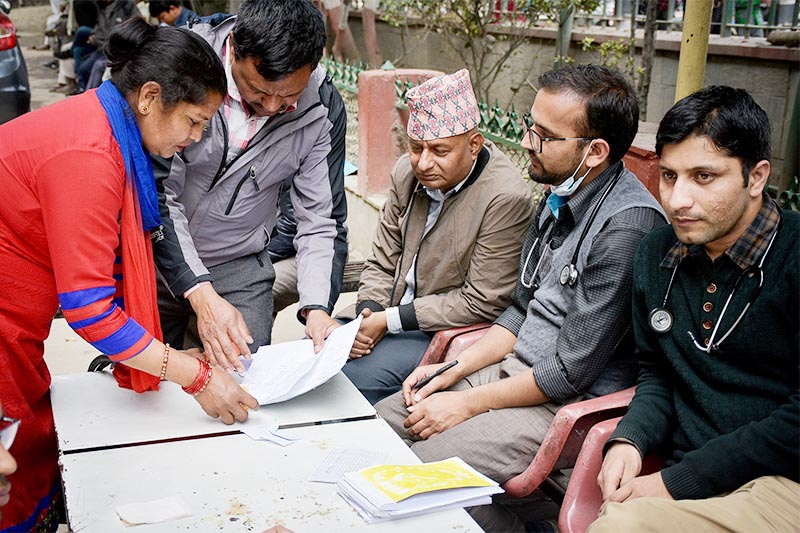 Doctors checking patients outside Bir Hospital as part of their protest, in Kathmandu, on Wednesday, April 10, 2019. Photo: Naresh Krishna Shrestha/THT