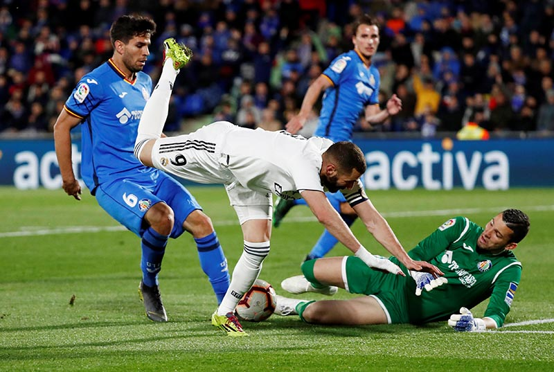 Getafe's David Soria in action with Real Madrid's Karim Benzema during the La Liga Santander match between Getafe and Real Madrid, at Coliseum Alfonso Perez, in Getafe, Spain, on April 25, 2019. Photo: Reuters