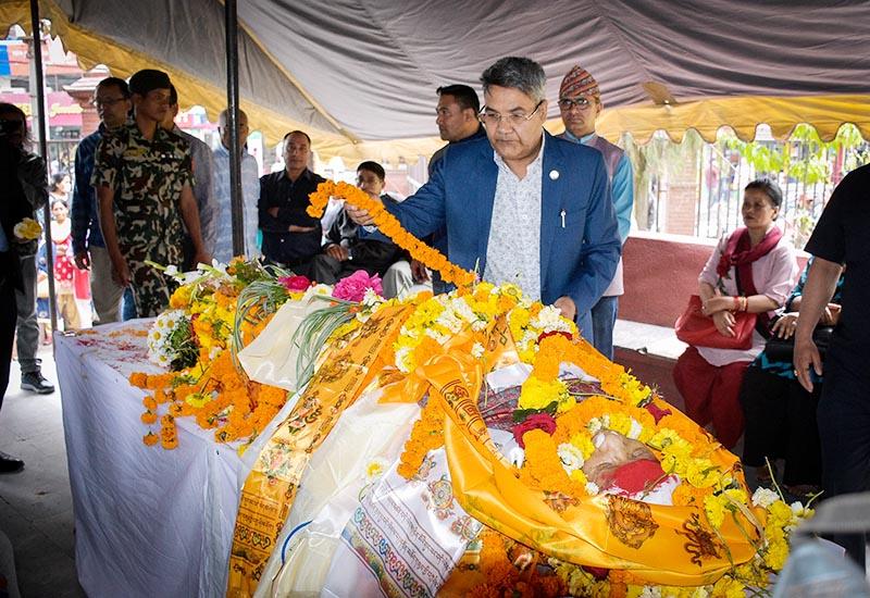 Minister of Information Technology and Communications Gokul Baskota paying last respects to late Pushkar Lal Shrestha at Bhugol park, in Kathmandu, on Wednesday, April 17, 2019. Photo: Naresh Krishna Shrestha/THT