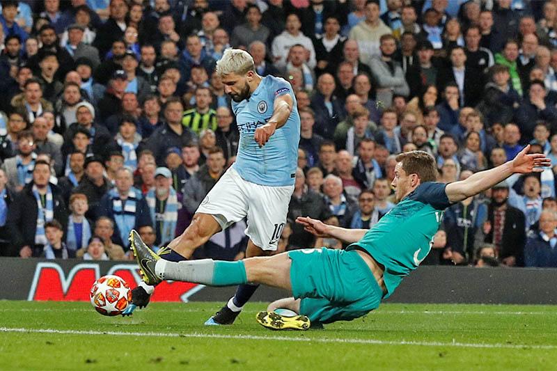 Manchester City's Sergio Aguero scores their fourth goal. Photo: Reuters