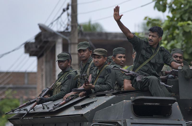 Soldiers return to their base following an operation searching for explosives and suspects tied to a local group of Islamic State militants in Kalmunai, Sri Lanka, Monday, April 29, 2019. Photo: AP