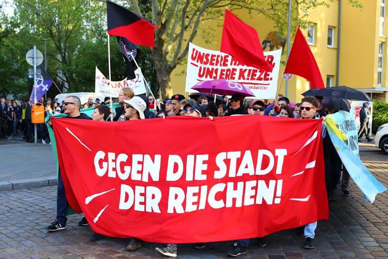 People attend a left wing demonstration against rising rents and gentrification ahead the vigil of May Day demonstrations in Berlin, Germany, April 30, 2019. Photo: Reuters