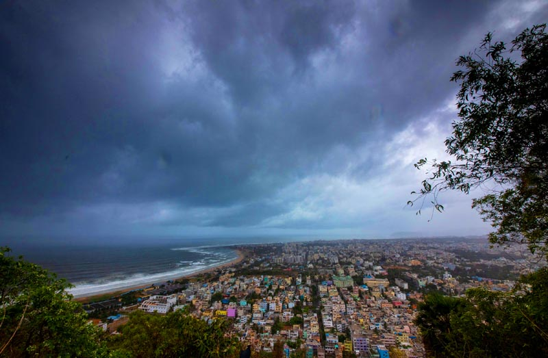 Clouds loom ahead of cyclone Fani in Visakhapatnam, India, May 1, 2019. Photo: Reuters
