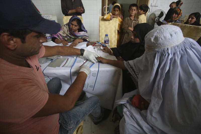 A Pakistani doctor screens villagers for HIV at a hospital in a village near Ratodero, a small town in southern province of Sindh in Pakistan where the outbreak of deadly disease took place last month, Thursday, May 16, 2019. Photo: AP