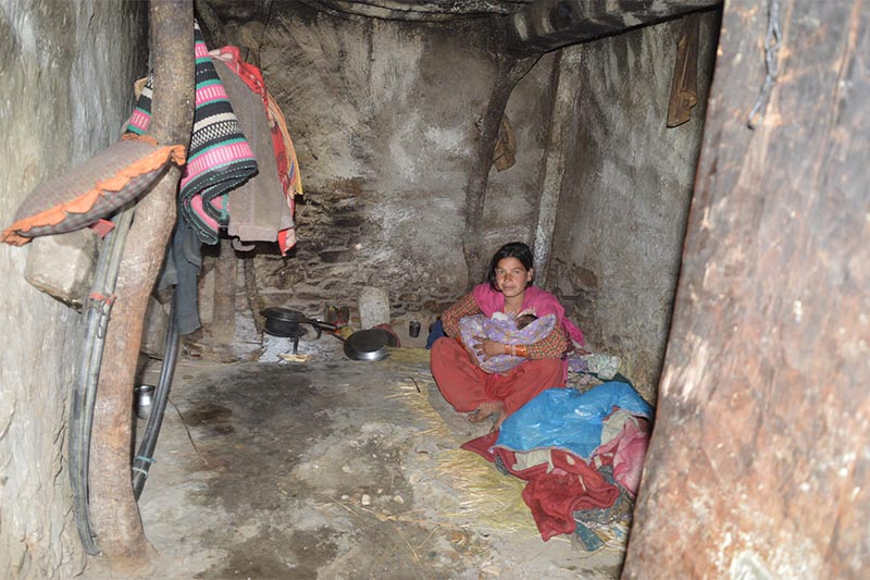 A lactating woman along with her baby sheltering in a cowshed in a village of Himali Rural Municipality-6, in Bajura district, on may 18, 2019. Photo: Prakash Singh/Bajura