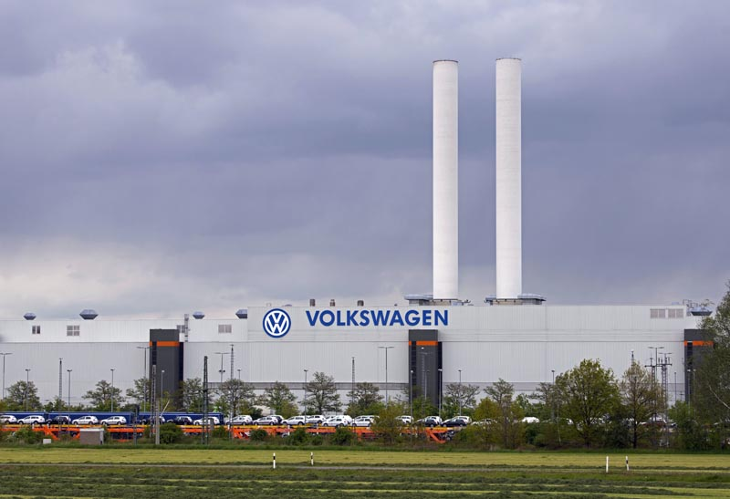 A train loaded with cars stand in front of the plant of the German manufacturer Volkswagen AG (VW) in Zwickau, Germany on Tuesday, May 14, 2019. Photo: AP