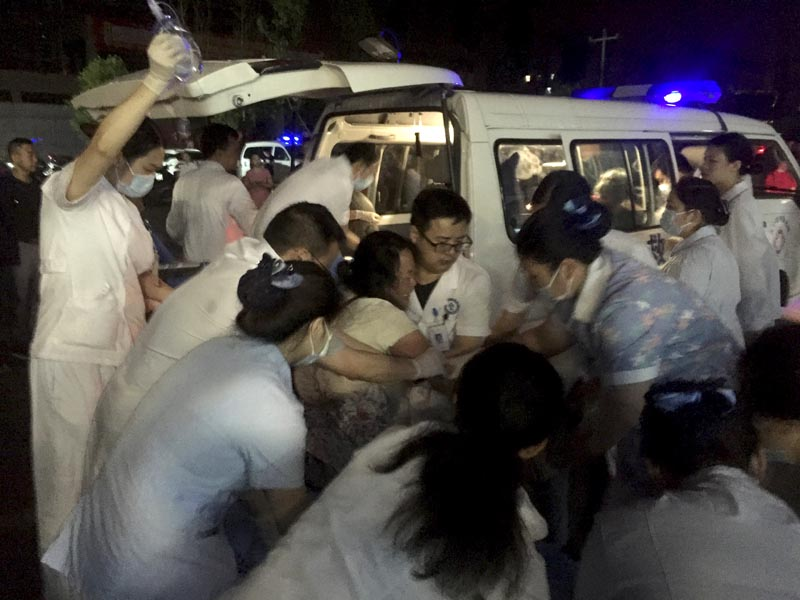 In this photo released by Xinhua News Agency, medical staffs tend to a wounded at a local hospital in the aftermath of an earthquake in Changning County of Yibin City, southwest China's Sichuan Province, early Tuesday, June 18, 2019. Photo: Wan Min/Xinhua via AP