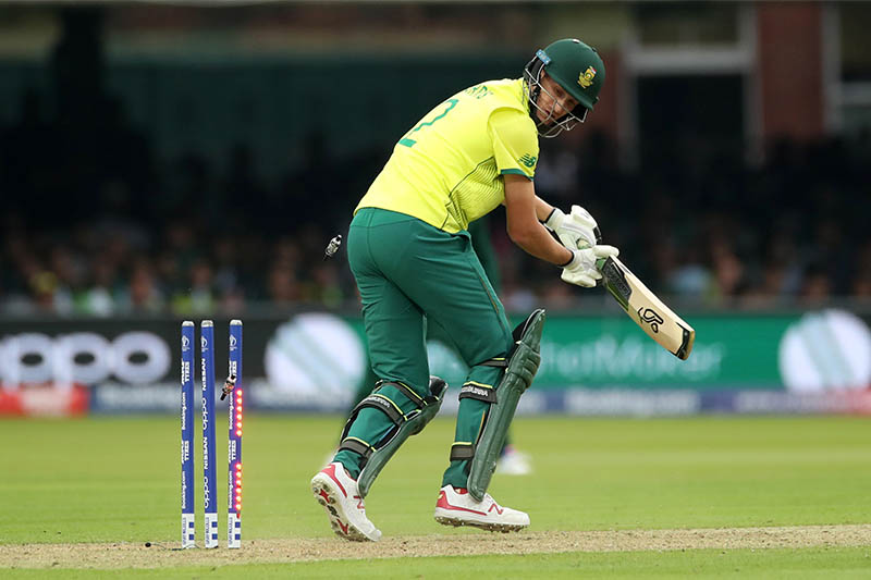 South Africa's Chris Morris is bowled out by Pakistan's Wahab Riaz. Photo: Reuters