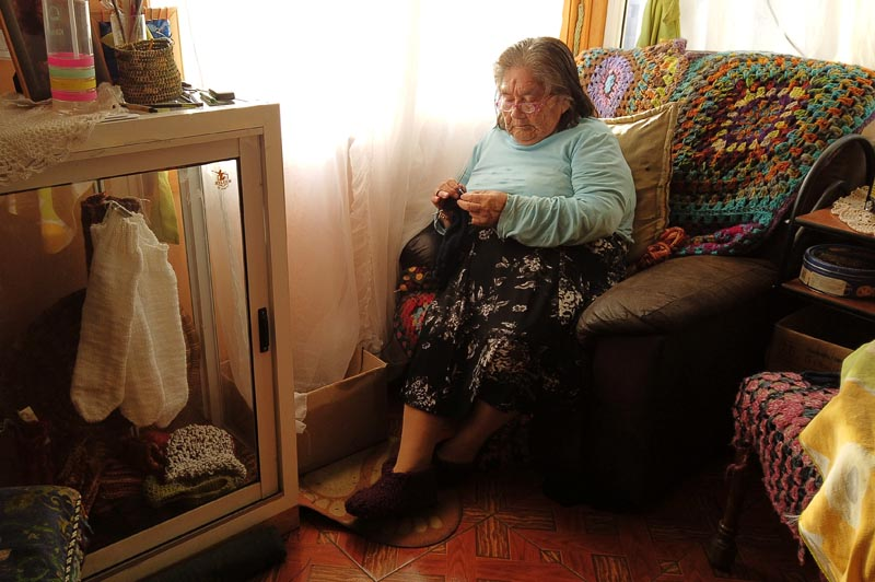 The last woman from a tribe Yagan and speaker of this language, Cristina Calderon, 91, takes part in an interview with Reuters at her house in Ukika village, Puerto Williams, Chile May 17, 2019. Photo: Reuters.