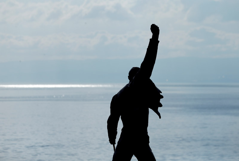 FILE PHOTO: The statue of Queen singer Freddie Mercury is pictured near the lake Leman in Montreux, Switzerland, June 30, 2016. Photo: Reuters