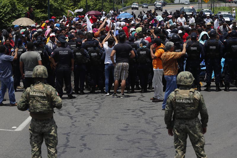 Mexican authorities stop a migrant caravan that had earlier crossed the Mexico - Guatemala border, near Metapa, Chiapas state, Mexico, Wednesday, June 5, 2019. Photo: AP