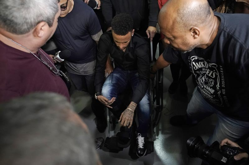 Brazilian soccer player Neymar arrives to a police station, in a wheelchair due to an ankle injury, in Rio de Janeiro, Brazil, Thursday, June 6, 2019. Photo: AP