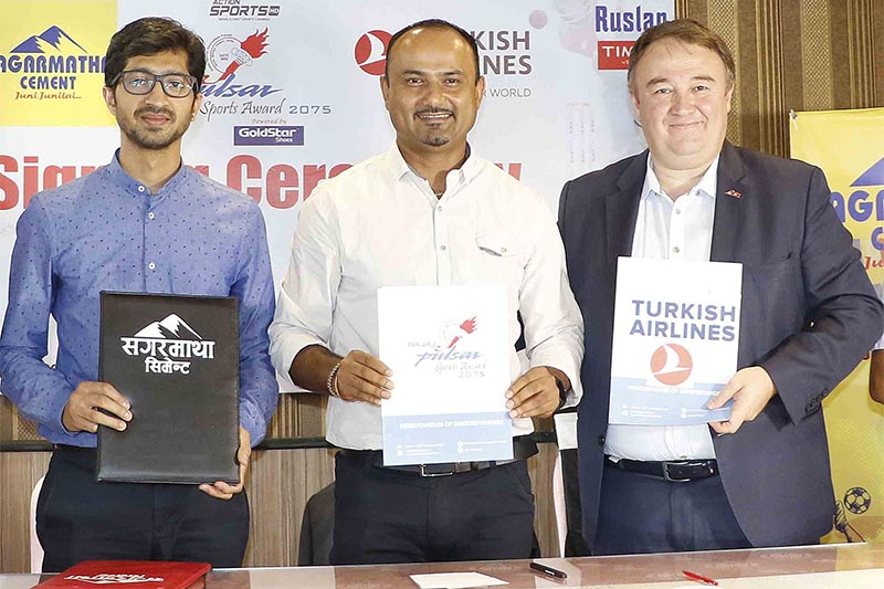 (From left) Ghorahi Cement Director Aditya Sanghai, NSJF President Durga Nath Subedi and Turkish Airlines GM Abdullah Tuncer Kececi at a signing ceremony in Kathmandu on Thursday, June 20, 2019. Photo: THT
