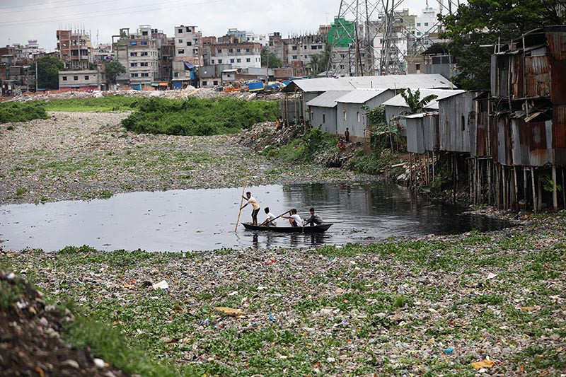 People cross the heavily polluted Buriganga river by boat in Dhaka, Bangladesh, July 2, 2019. Photo: Reuters