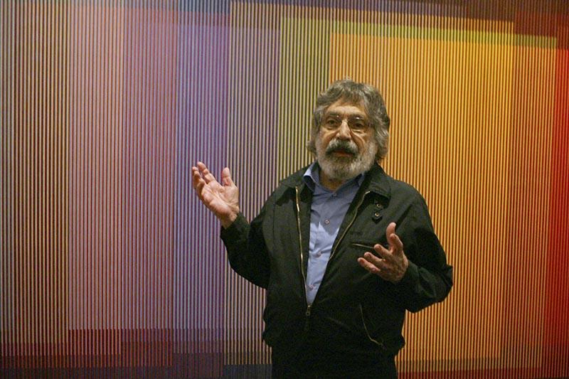 Venezuelan artist Carlos Cruz-Diez talks about his Physichromie no. 500 in New York, September 10, 2008. Photo: AP/File