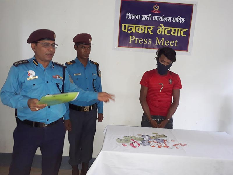 Chief at the District Police Office, Superintendent of Police (SP) Raj Kumar Baidwar makes public a youth arrested for his involvement in theft, at a press conference held at the DPO, in Dhading, on Tuesday, July 16, 2019. Photo: Keshav Adhikari/THT