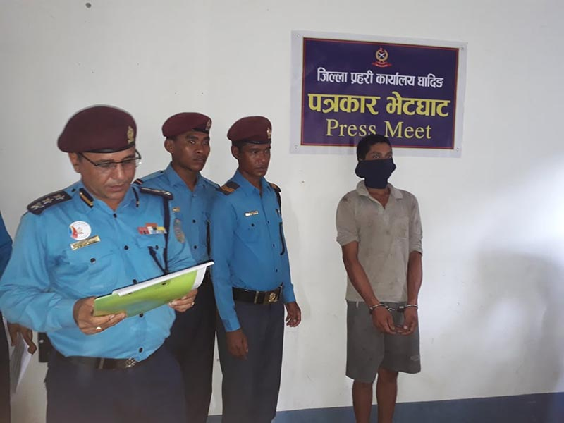 Chief at the District Police Office, Superintendent of Police (SP) Raj Kumar Baidwar makes public a youth arrested for raping a minor, at a press conference held at the DPO, in Dhading, on Tuesday, July 16, 2019. Photo: Keshav Adhikari/THT
