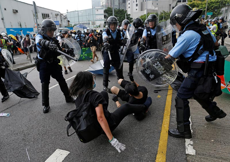 Riot police try to disperse protesters near a flag raising ceremony for the anniversary of Hong Kong handover to China in Hong Kong, China July 1, 2019. Photo: Reuters