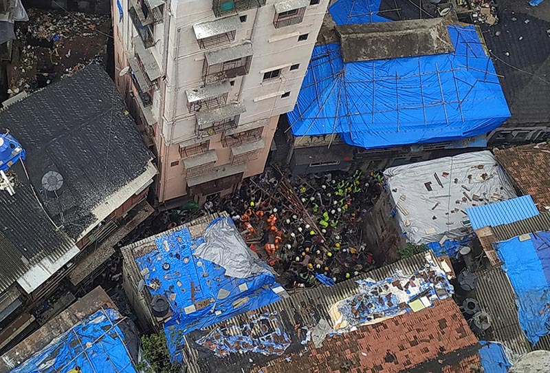 Rescue workers search for survivors at the site of a collapsed building in Mumbai, India, July 16, 2019. Photo: Reuters